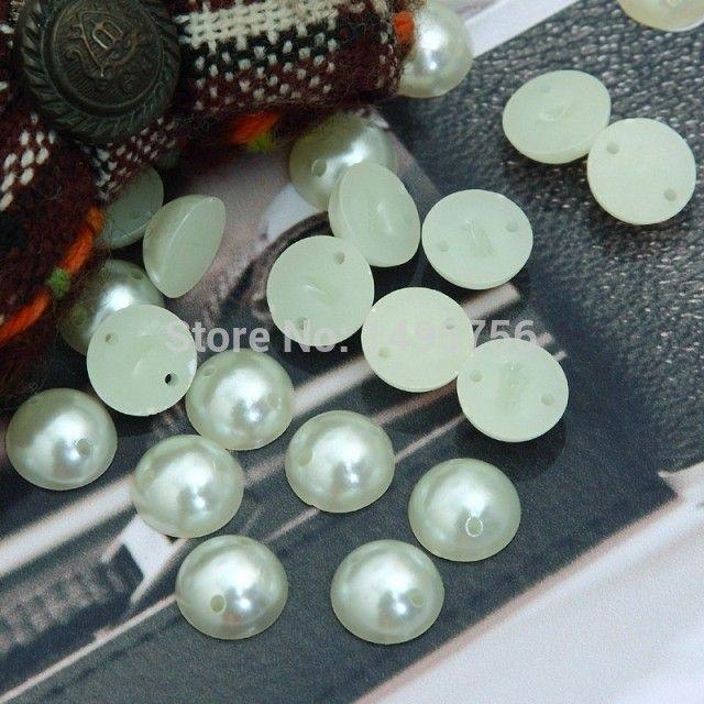 shippment livre, fantasia 8mm meia rodada grânulos de pérolas falsas com 2 furos, 500 pçs / lote, em estoque, costurar em pérolas falsas