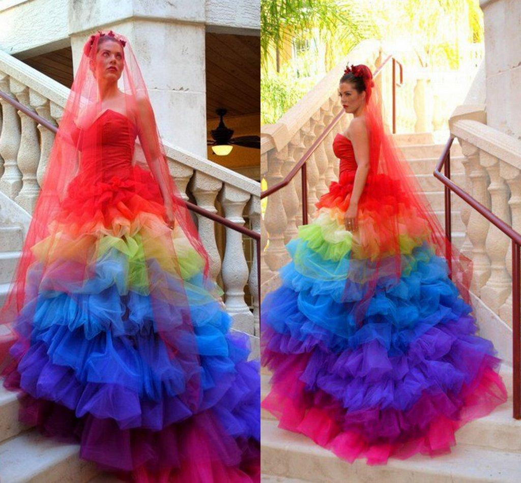 Großhandel 13 Exotic Sweetheart Rot Blau Bunte Tüll Regenbogen Gothic  Brautkleider Nach Maß Cascading Rüschen Plus Size Brautkleider Von