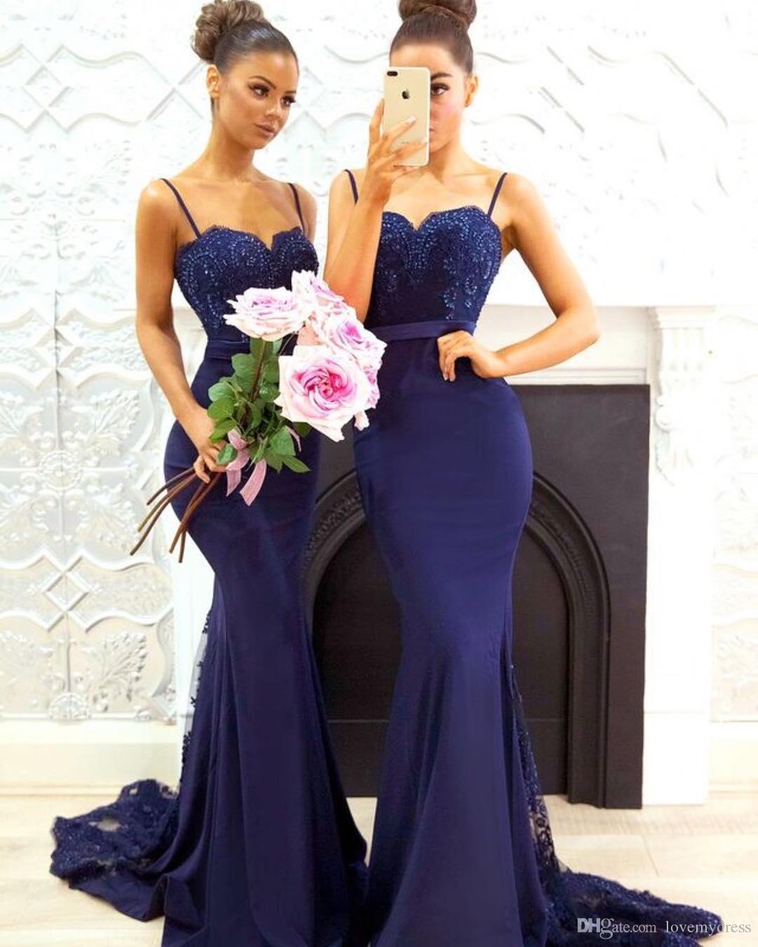 Navy Blue Cheap Mermaid Bridesmaid Dresses 2021 med Spaghetti Straps Lace Sweep Train Beaded Applique Formell Kväll Bröllop Gästklänning