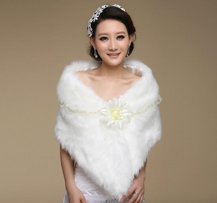 Cheap White Faux Fur Bridal Wraps with Lace Woman Shawl Cape Stole Wedding Bridal Shrug Wrap Cape Floral Shawl Wrap For Bride Bridesmaid