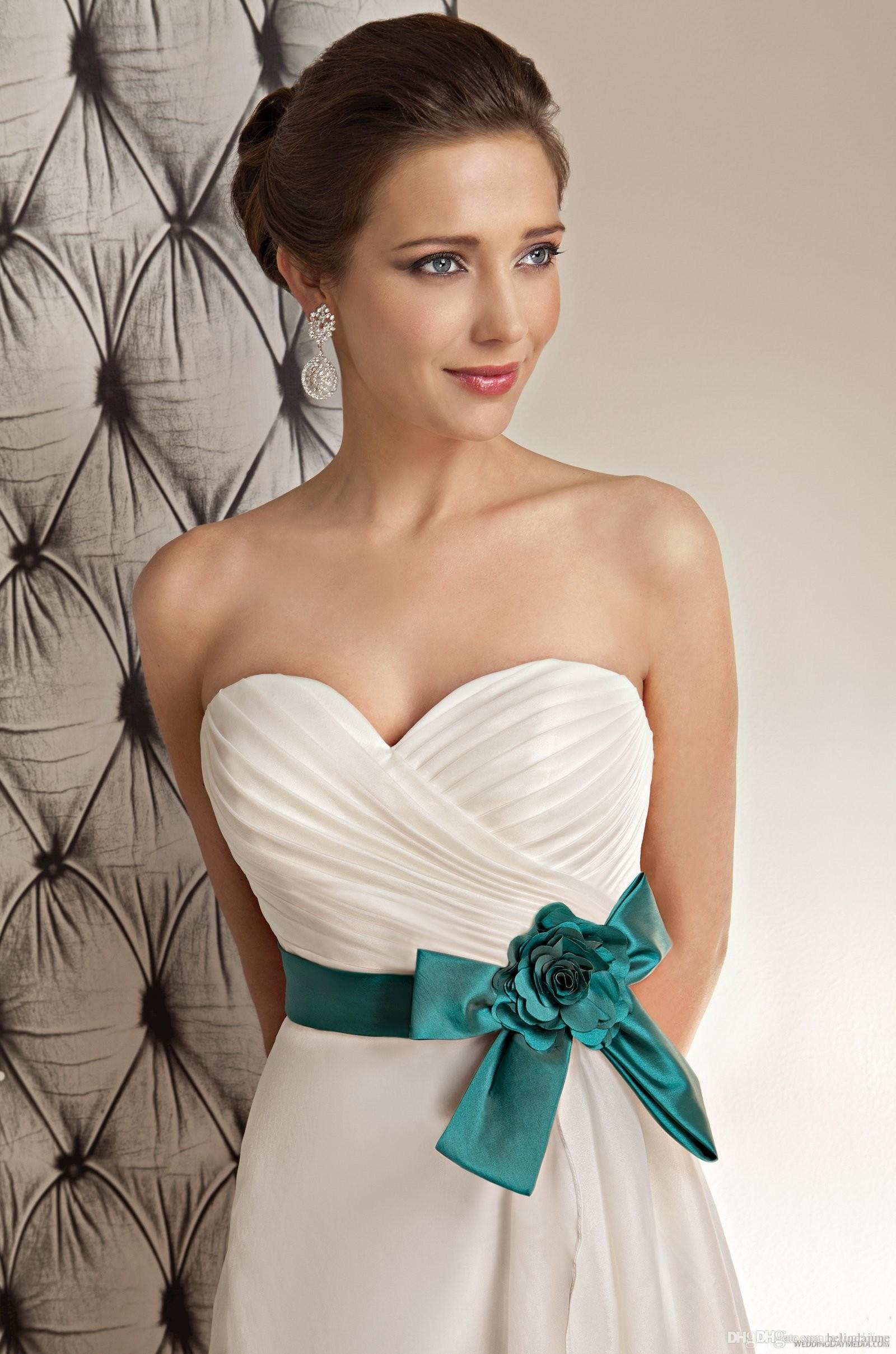 Свадебные платья зеленой лентой