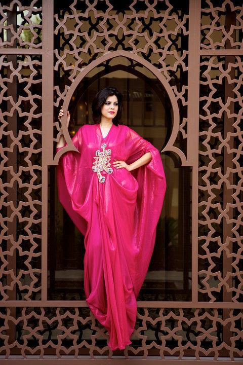 Hot Pink Dubai Arabic Evening Dress Long Sleeves V-Neck Beaded Crystal Chiffon Kaftan/Abaya/jalabiya Women Maxi Dress Formal Party Gowns