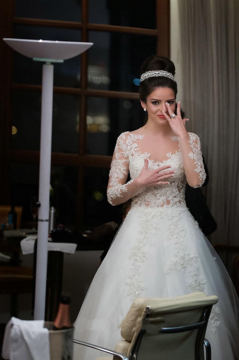 Sheer Princesse Robes de Mariée 2016 avec l'illusion manches longues Une cour ligne de train Tulle Robes de mariée avec des boutons recouverts