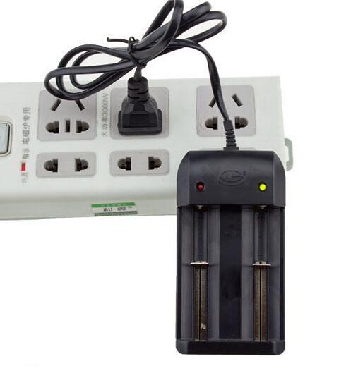 무료 DHL, 26650 18650에 대 한 40pcs 브랜드의 새로운 Nanfu AC 듀얼 배터리 충전기 14500 3.7V 충전식 배터리 LED 손전등 (HG-1206i)