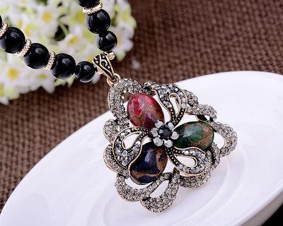 Blue * Red Diamond Holoow Flower Squqre colgante (7,5 * 4,3 cm) Cadena de cuentas de jade Collar de dama (woniu152) Diamante colorido Flor triagne hueca