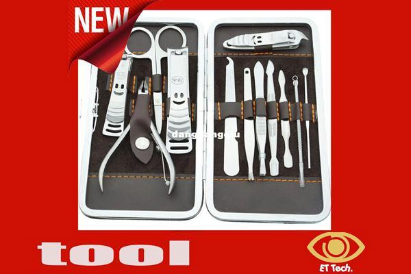 All'ingrosso-CALDO 12 pezzi / set Kit di tagliaunghie in acciaio inox Kit di cura delle unghie Pedicure Scissor Tweezer Knife Ear pick Utility Manicure Set Tools40