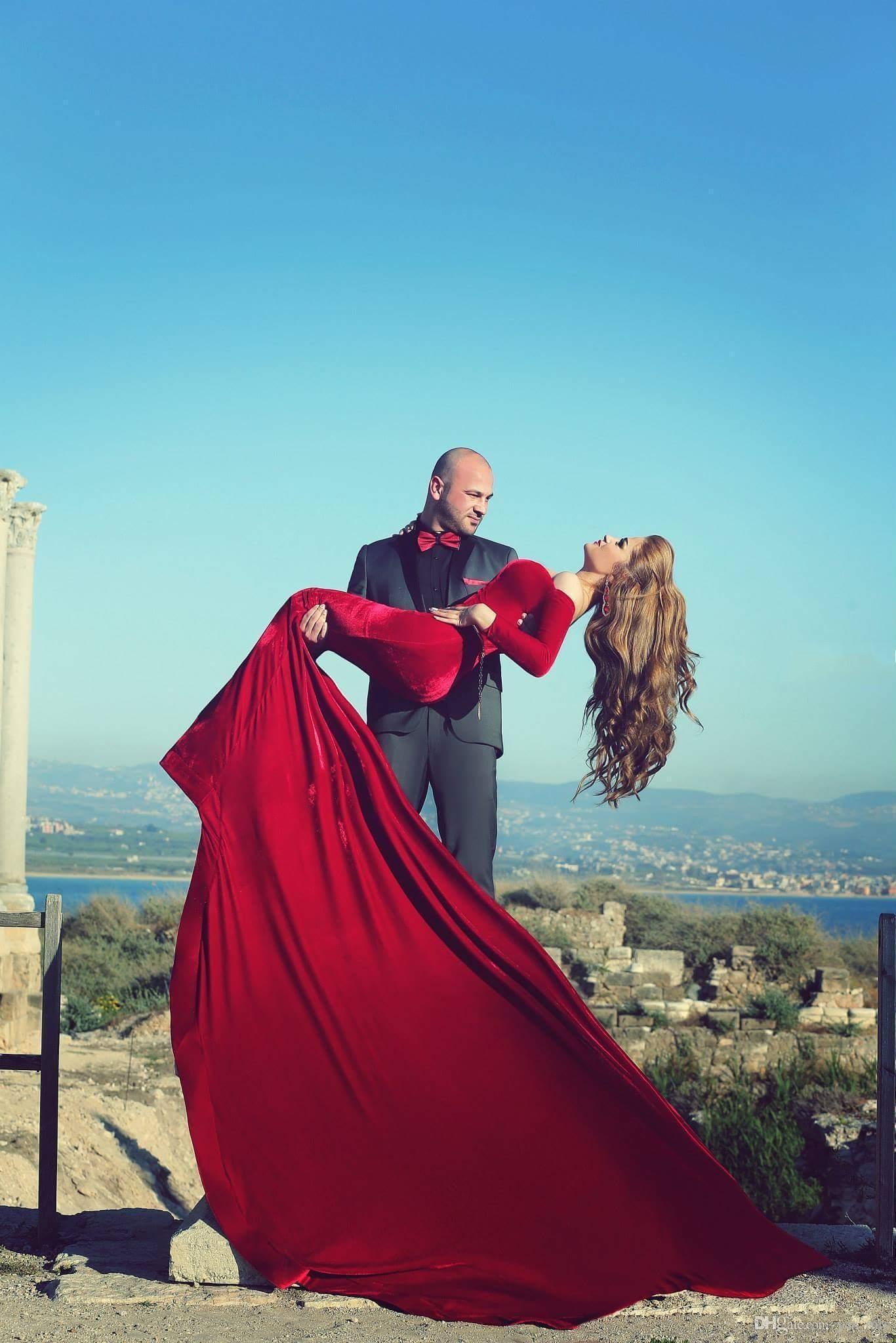 Mhamad 아랍어 회교도 이브닝 드레스 겨울 부르고뉴 오프 어깨 긴 소매 어두운 붉은 인어 벨벳 긴 열차 파티 아랍어 댄스 파티 드레스