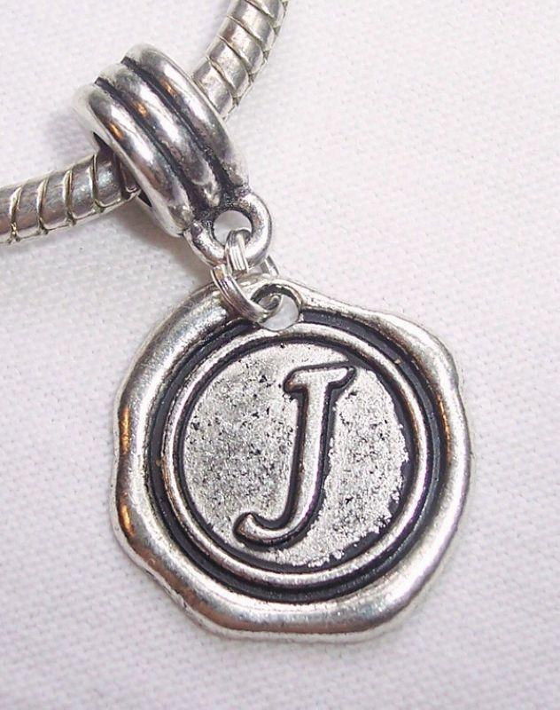 """Caliente ! 100 piezas de plata antigua de una sola cara Letra """"J"""" del alfabeto cuelga cuentas para las pulseras del encanto del estilo europeo 27 x19 mm"""