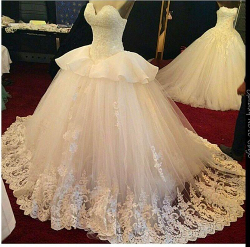 Real Image White Or Ivory Puffy Ball Gown Lace Wedding Dresses Sseetheart Peplum Sweep Train Vintage Bridal Gowns No Sleeve Plus Size Chic