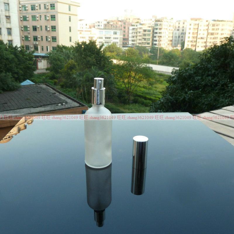 100ml 맑은 젖빛 유리 로션 병 알루미늄 반짝 이는 실버 pump.for 로션과 에센셜 오일. 로션 용기
