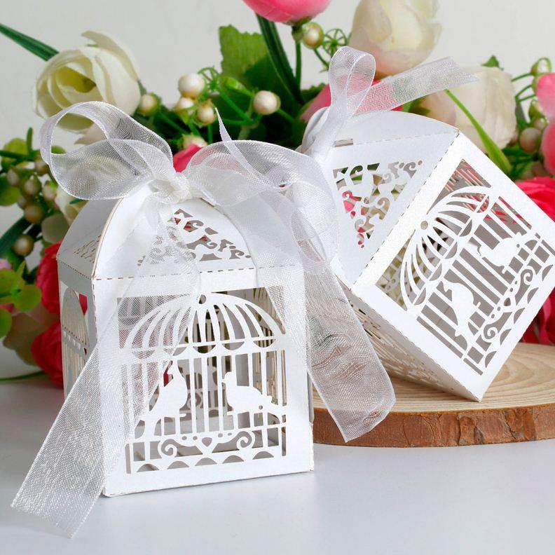 2015 شحن مجاني 50 قطعة / السلع قص الليزر قفص العصافير الزفاف الإحسان صندوق في بيرليسسينت ورقة مربع أبيض ، حزب المعرض لصالح صندوق