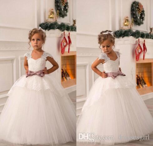 Barato nuevo lindo fuera del hombro Sash encaje vestido de bola neta bebé fiesta de cumpleaños navidad desfile vestidos niños vestido de niña de flores BO8551