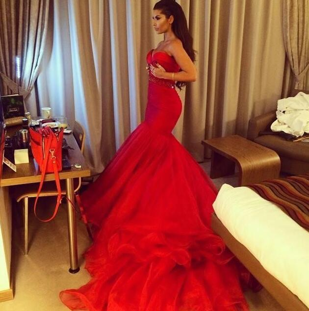 2017 Kim Kardashian Celebrity Gowns Red Long Mermaid Evening Dresses Romantic Sweetheart Tiered Layers Skirt Pageant Dresses BO7481