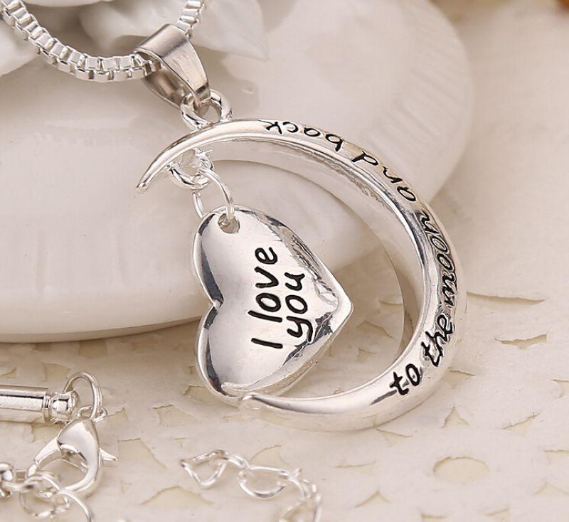 MIC 10 adet Avrupa ve Amerika Yeni Antik gümüş Gümüş Kaplama Crescent Moon Kalp Charm I Love You Ay ve Geri Kolye