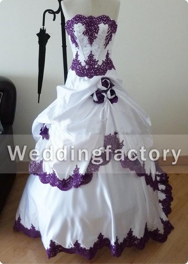 Grosshandel Lila Und Weisse Brautkleider Tragerlos Real Sample Lace Appliques Brautkleider Mit Perlen Handgefertigten Blumen Gothic Black And White Wear