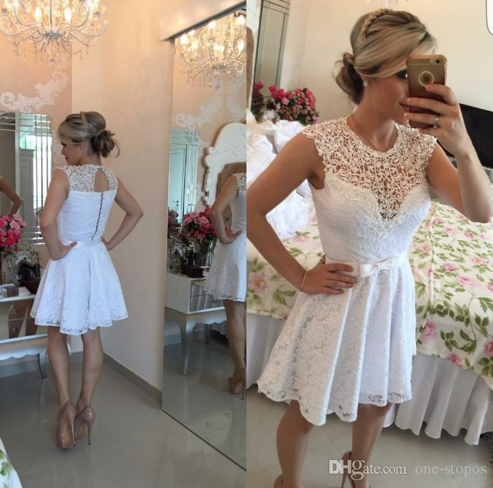 2016 새로운 저렴한 홈 커밍 드레스 보석 넥 캡 슬리브 풀 레이스 쇼트 미니 보우 할로우 백 파티 드레스 플러스 사이즈 칵테일 가운