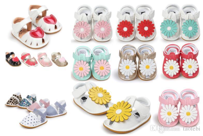 Venda quente de borracha solteira bebê menina sandálias verão bebê menina primeiro caminhantes Prewalkers sapatos recém-nascidos sapatos