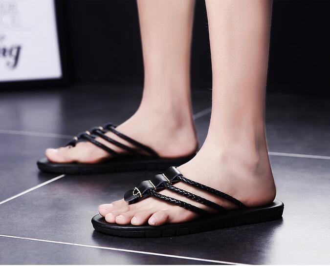 Summer Korean version of men's leather slippers personalized leather sandals summer sandals slip beach sandals England tide dragged