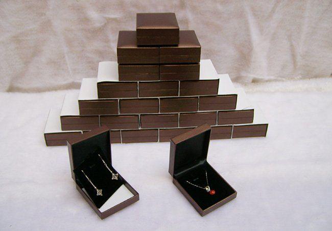 Venta al por mayor 25 unidades Caja de almacenamiento de joyería / Estuche Empaque de regalo marrón Caja de joyería para collar Pendientes Pendientes Moda