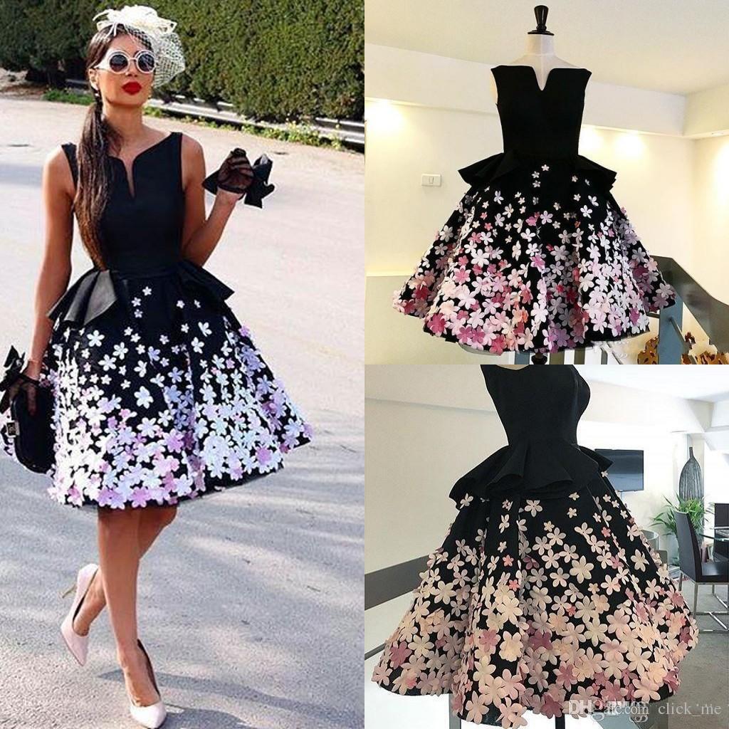 Robes de bal de fille noire avec la main 3d floral une ligne v robes de soirée de cou genou haut peplum robes robes de tapis rouge