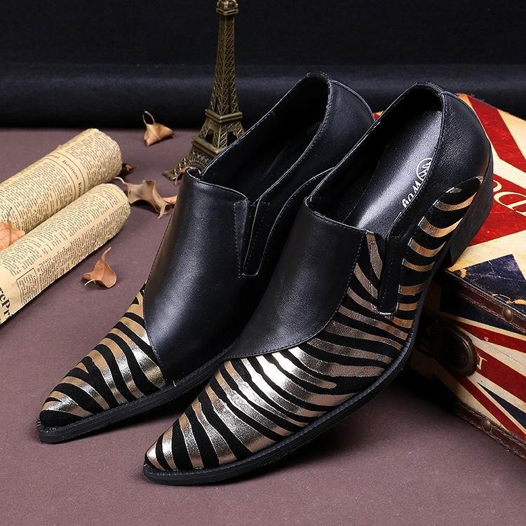 새로운 도착 럭셔리 남성 레저 가죽 신발 패션 얼룩말 패턴 황금과 실버 지적 발가락 무대 쇼 신발 쇼