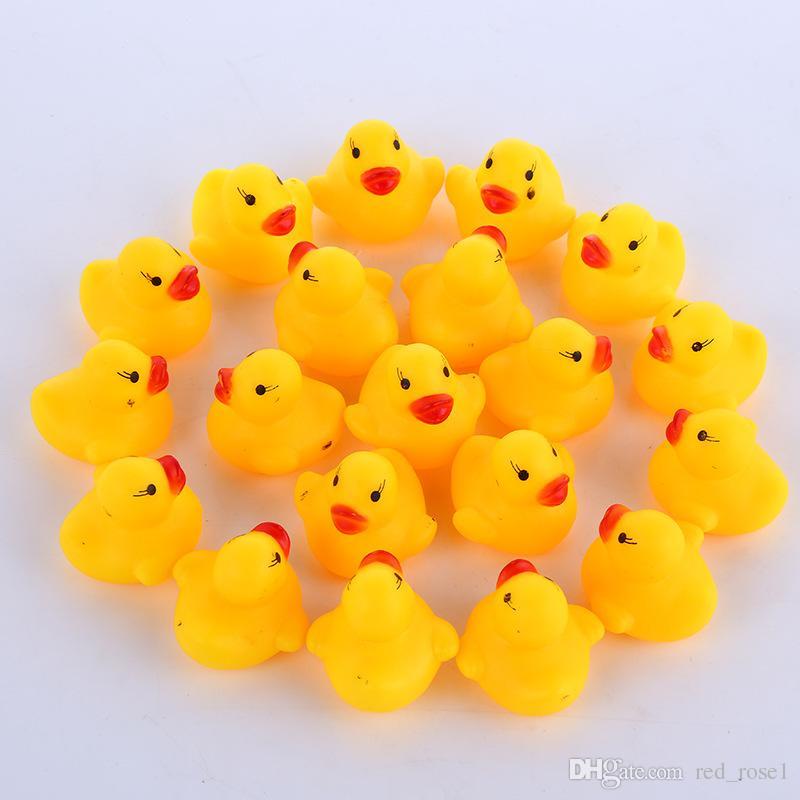 2020 de alta calidad de agua del baño del bebé Pato Sonidos de juguete Mini amarillo patos de goma baño pequeño pato regalos juguete de los niños de la natación Beach envío rápido