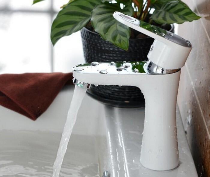 Cobre branco novo design Deck Monte Cachoeira Banheiro Torneira Vaidade Navio Pias Mixer Torneira Fria E Quente misturador Torneira de Água BF252