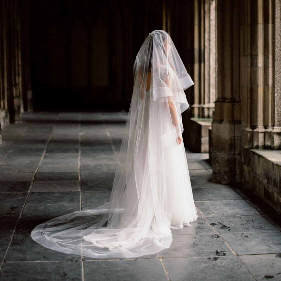 Véu de fita de crina grossa com blusher 29 '/ 74 cm Círculo Drop Bridal Veils Catedral Comprimento 108' '/ 274 cm