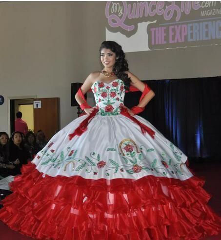 Compre 2018 Satén Vestidos De Bola Bordado Vestidos De Quinceañera Con Cuentas Dulce 16 Vestidos 15 Años De Baile Vestidos Qs1000 A 20604 Del
