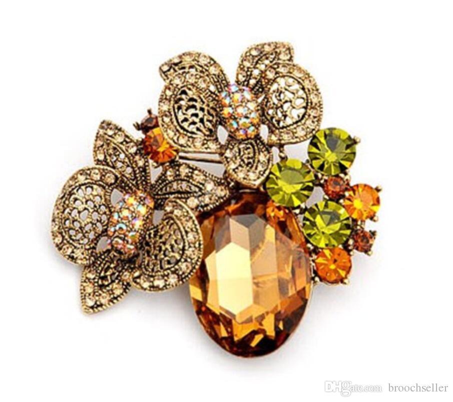 大型アンティークゴールドトーンゴールデンカラークリスタルダイヤモンテビンテージデザインビッグガラスフラワーブローチ