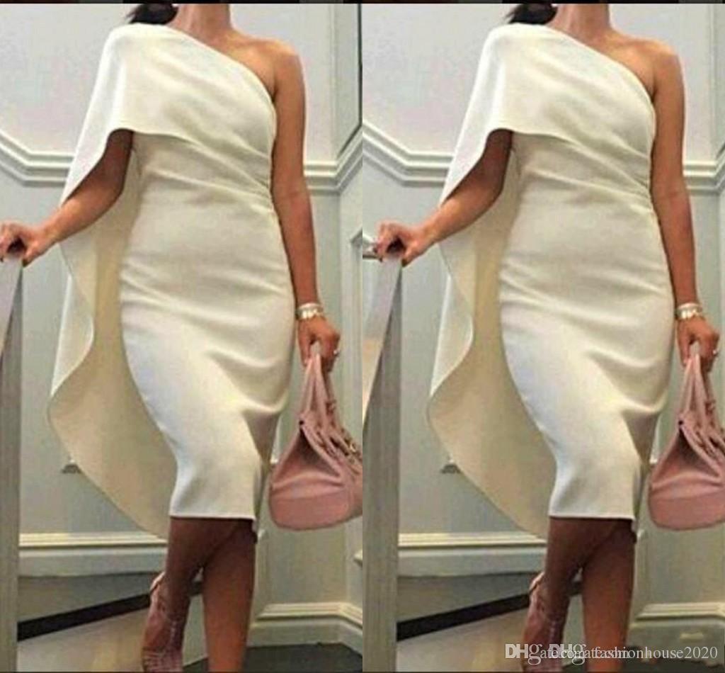 2021 Femmes courtes Robe de cocktail blanc élastique one épaule gaine robe de bal avec du thé longueur de la durée de thé PLUS Taille Taille Formelle Robes de Homecoming