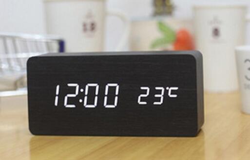 패션 뜨거운 나무 LED 알람 시계 + 시간 / 날짜 / 온도 디지털 대나무 나무 시계 음성 활성화 테이블 시계 Reloj Despertador Wekker