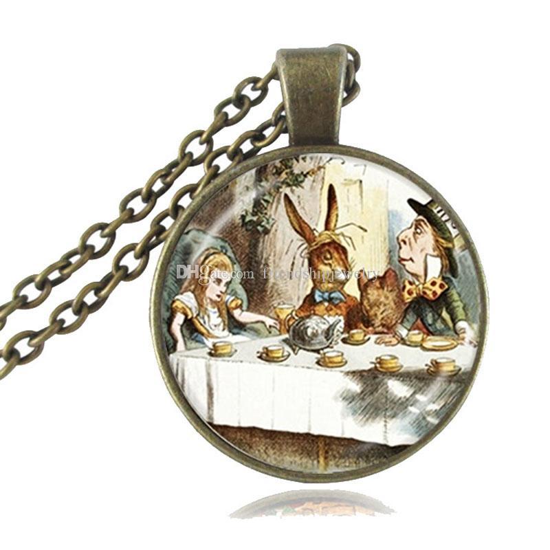 Großhandel Alice Im Wunderland Halskette Mad Hatter Tea Party Anhänger März Hase Handgemachten Schmuck Glas Cabochon Dome Anhänger Halsketten Von