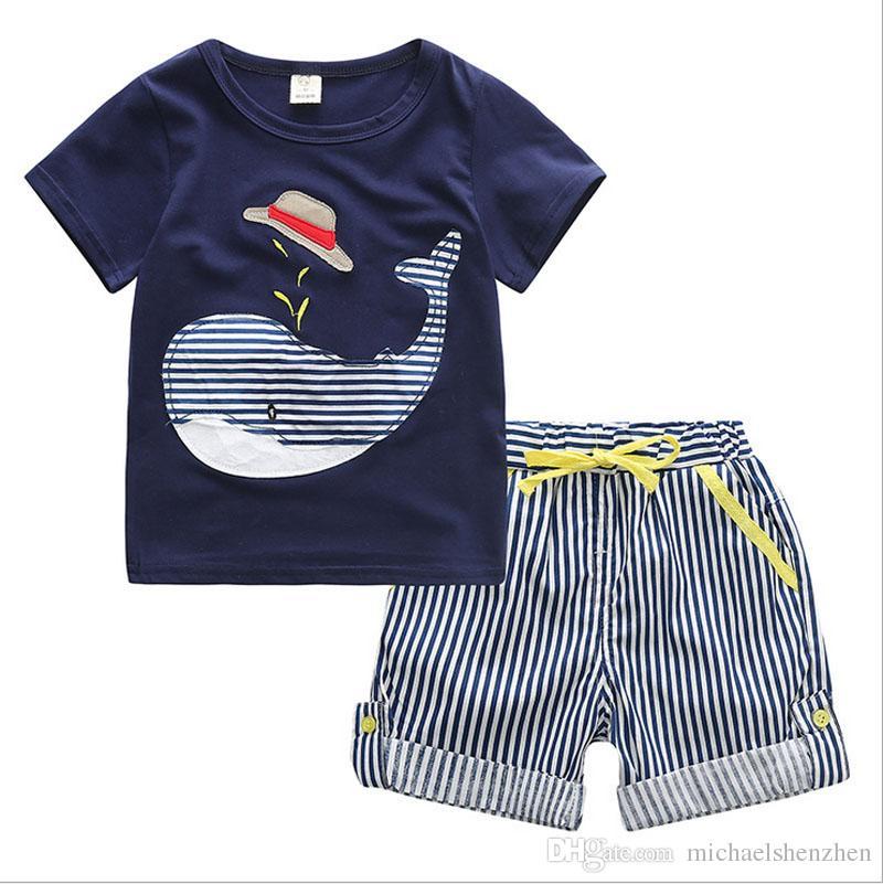 Verão menino INS baleia chapéu listra terno novas crianças dos desenhos animados dinossauro ins manga curta T-shirt + calções 2 pcs terno roupas de bebê B001