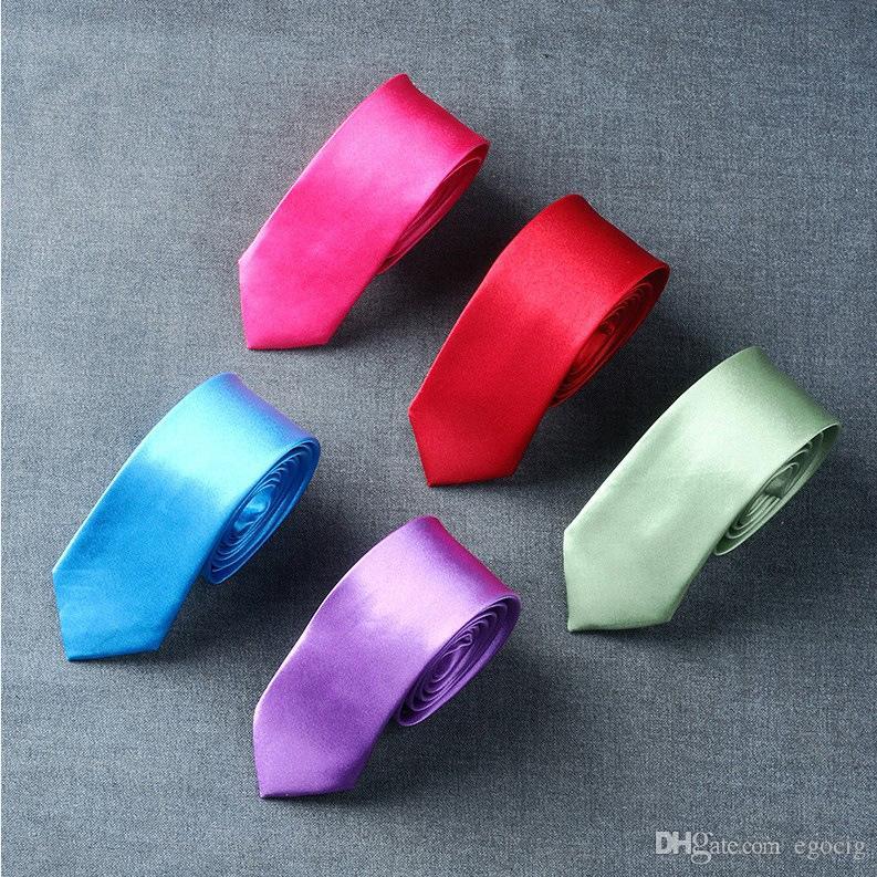 corbata sólida versión estrecho lazo de 5 * 145cm corbata de lazo de 50 colores ocupacional de los hombres de negocios para el lazo del día de padre de los hombres de la Navidad Gi