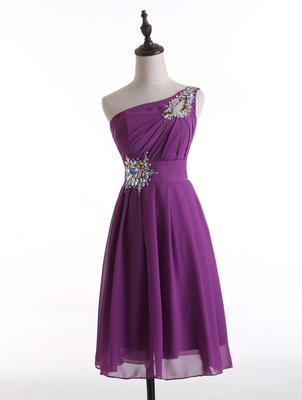 Un hombro con cuentas de cristal corto vestido de dama de honor púrpura 2019 hasta la rodilla vestido de fiesta de boda con cordones