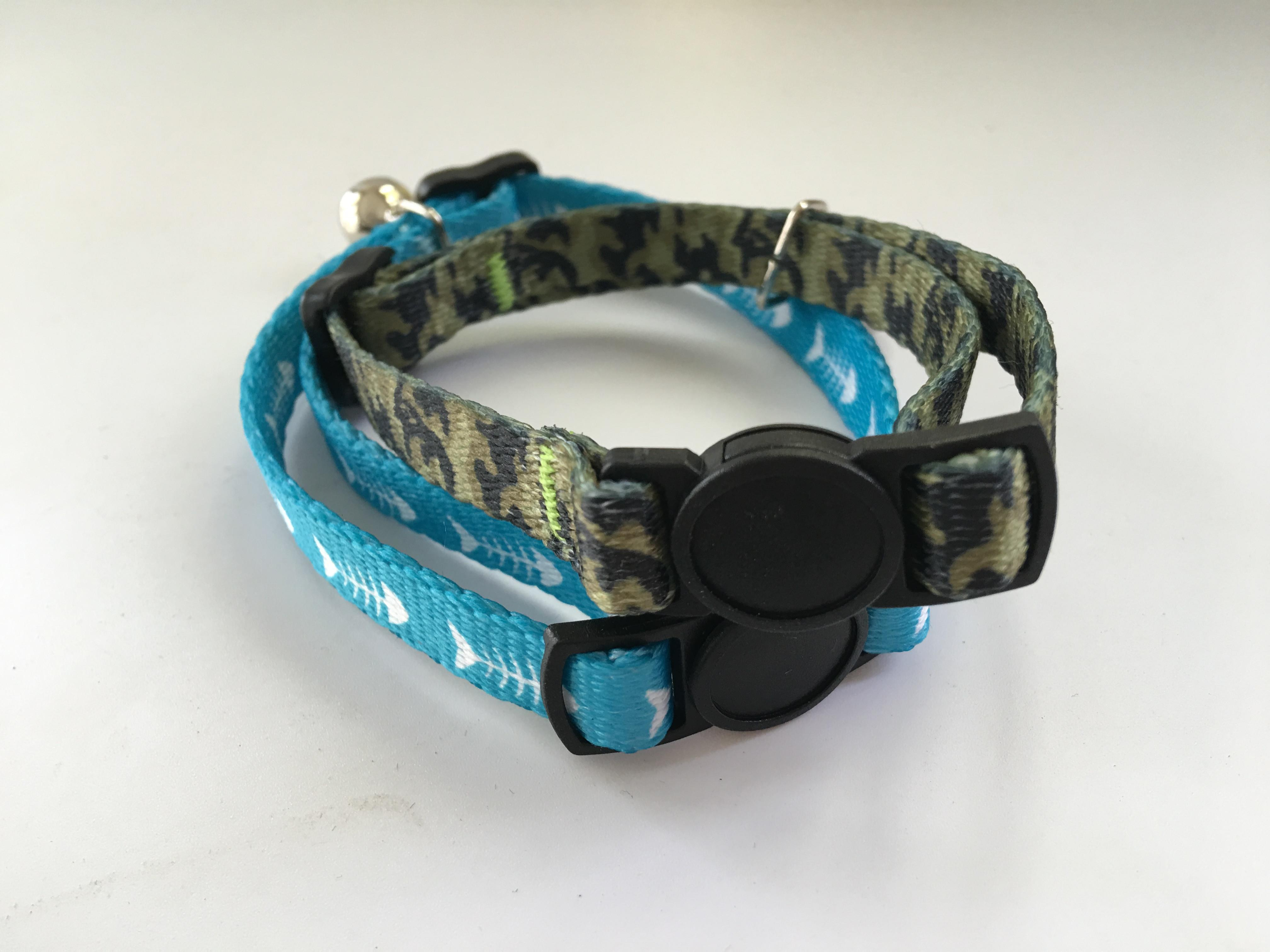Livraison gratuite animal chat col en nylon camouflage bleu poisson échappée boucle avec argent bell 50pcs / lot