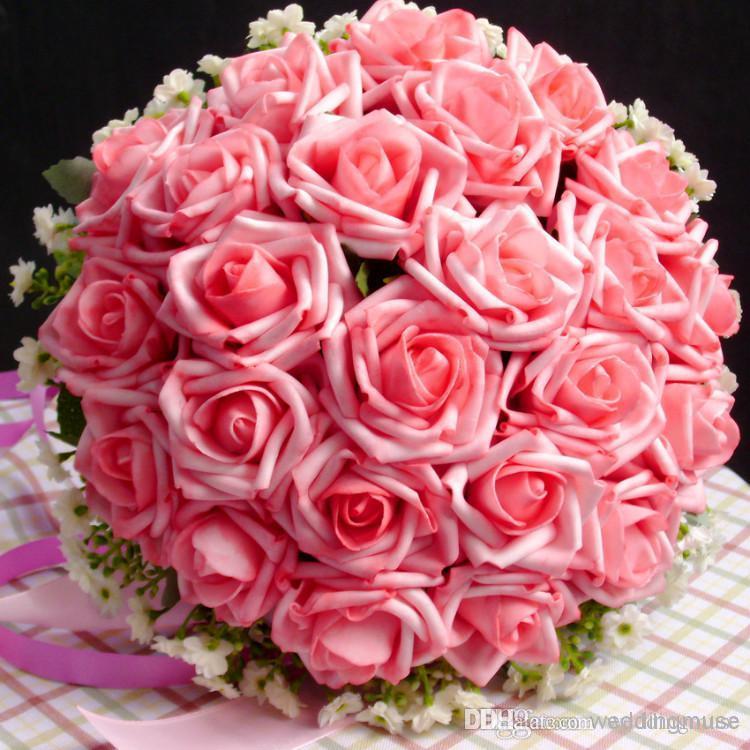 Billiga vackra bröllop favoriserar brud hand som håller blommor konstgjorda rosor blommor bröllop bukett varm rosa perfekt dl1313070