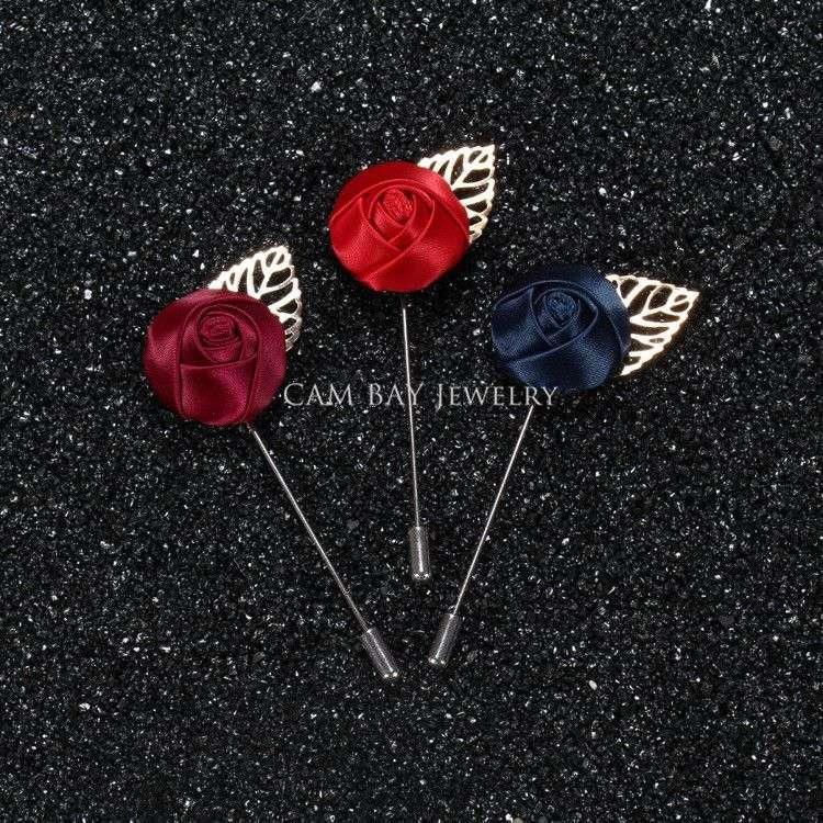 Envío gratis, 20 unids / lote, boutonniere de flor de raso con hoja de oro, pin de solapa de flor rosa