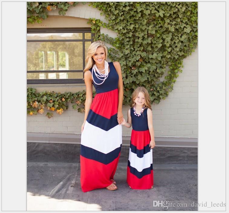 2019 Nuevos vestidos de madre e hija Vestido largo de rayas estilo verano azul marino Ropa de moda para mamá y bebé Vestido de costura de chaleco sin mangas