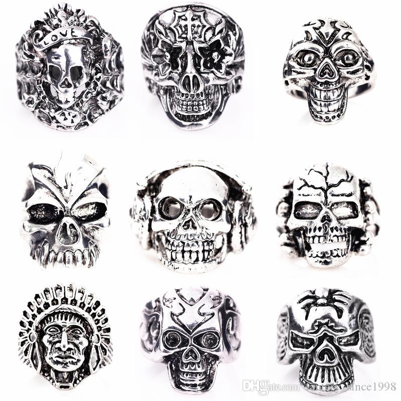 gli anelli all'ingrosso dei monili della lega del metallo di punk rock degli uomini mixed di stili del cranio dell'argento del cranio 50PC all'ingrosso brandnew di nuovo