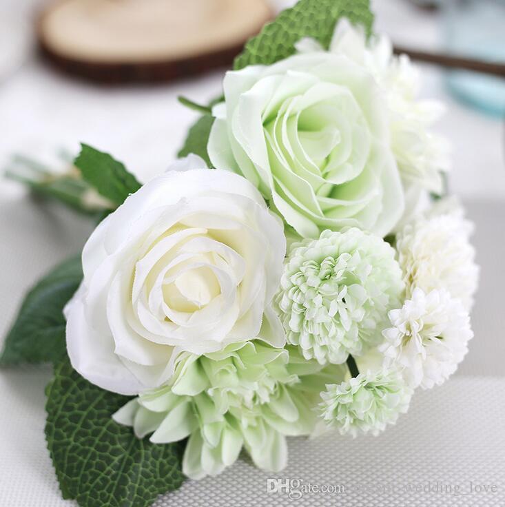 Un mazzo di fiori artificiali con 3 rose, 3 rose dalia, 2 grandi e 2 piccoli fiori di crisantemo cinque colori per scegliere SF012