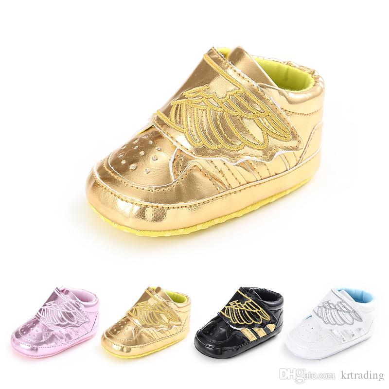 2016 New Baby Embroidery blingbling Wing shoes Soft sole shiny pvc prewalkers Infants cute casual fashion sneaker shoes 4colors for 0-1T