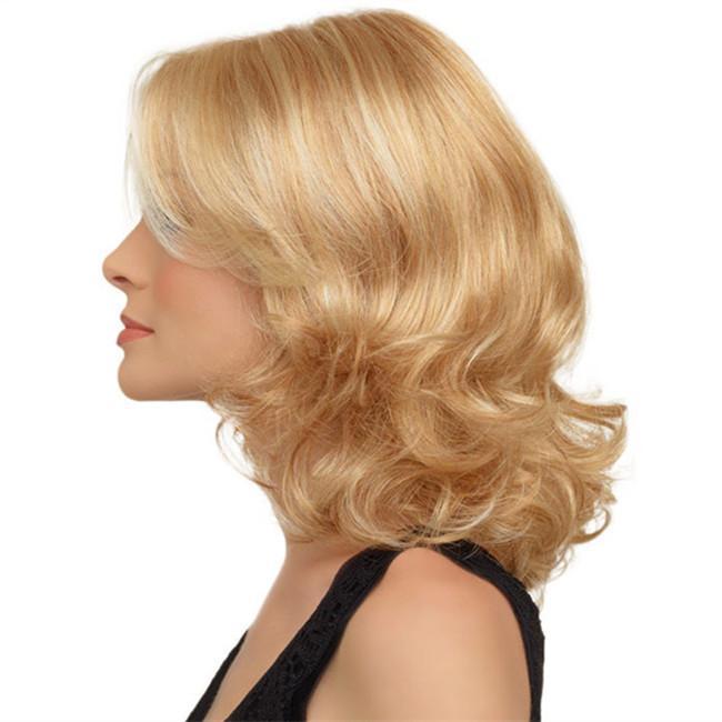 Blond mature in heat