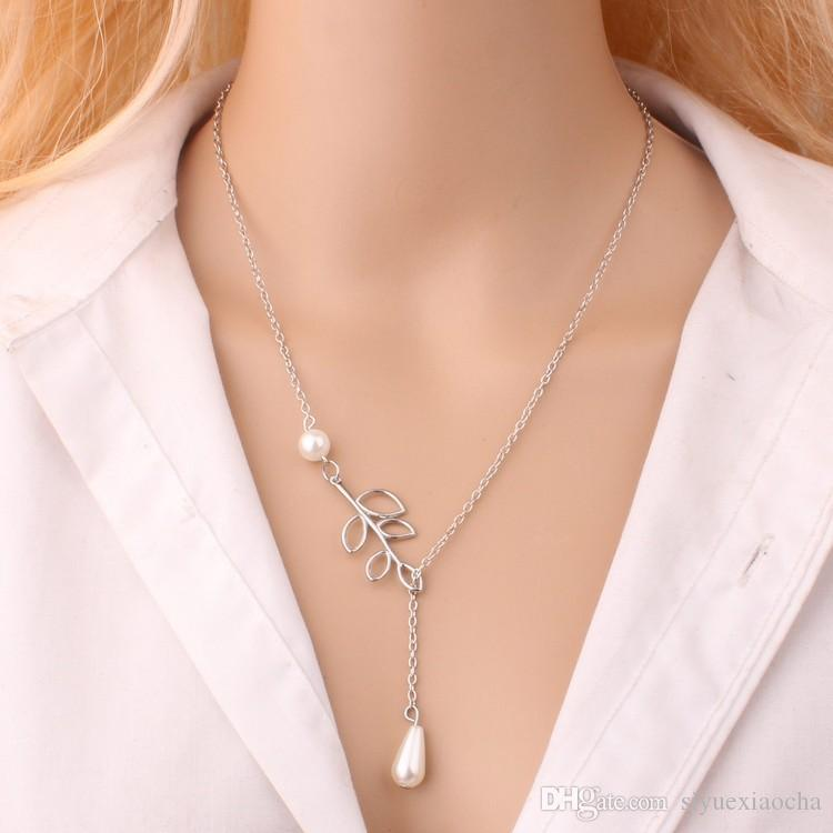 Collier classique avec pendentif (feuille, croix) noble et délicat, sans fade, qualité hign et livraison gratuite