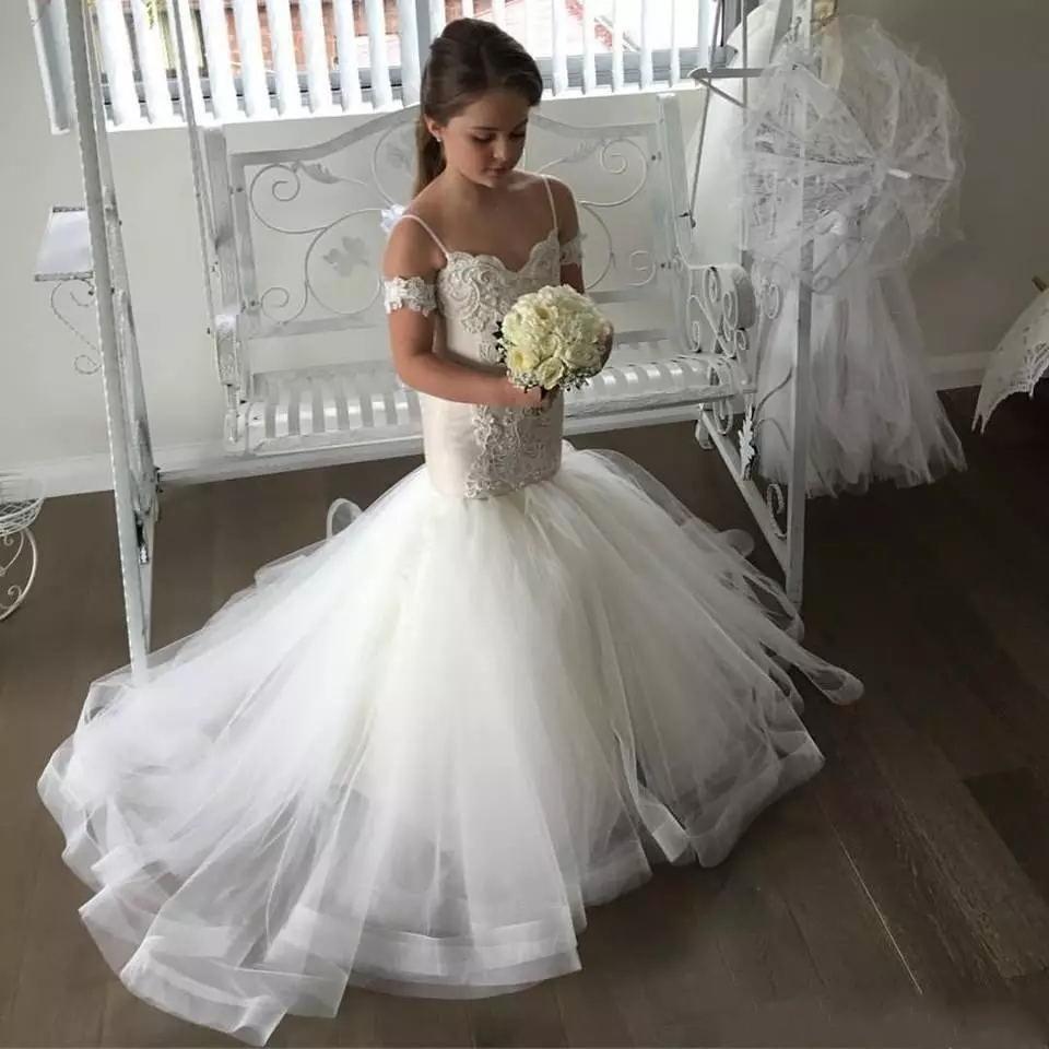 2020 Lovely Mermaid Tulle Flower Girl Dresses Spaghetti Straps Lace Button Back Kids Pageant Dresses for Weddings
