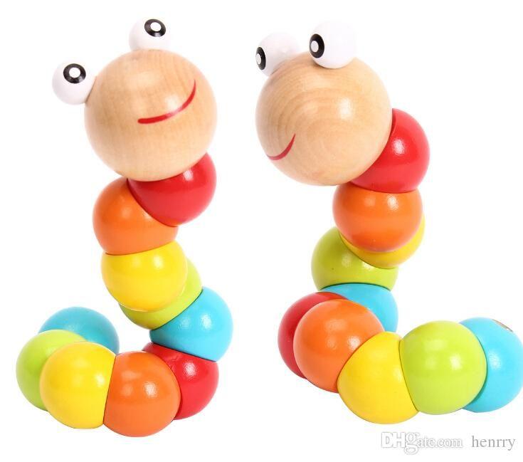 Çeşitli renkte eğimli tırtıllar. Bebek eğitici oyuncaklar ahşap tutuş. Parmak kavrama oyuncaklar sıkmak, el kukla