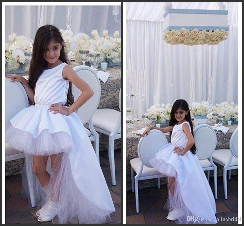 Nuovo arrivo ragazze di fiore vestiti dalla torta capretti del vestito 2016 gioiello scollatura Satin Ruffle spettacolo di cerimonia nuziale degli abiti di Alta Bassa Ragazze