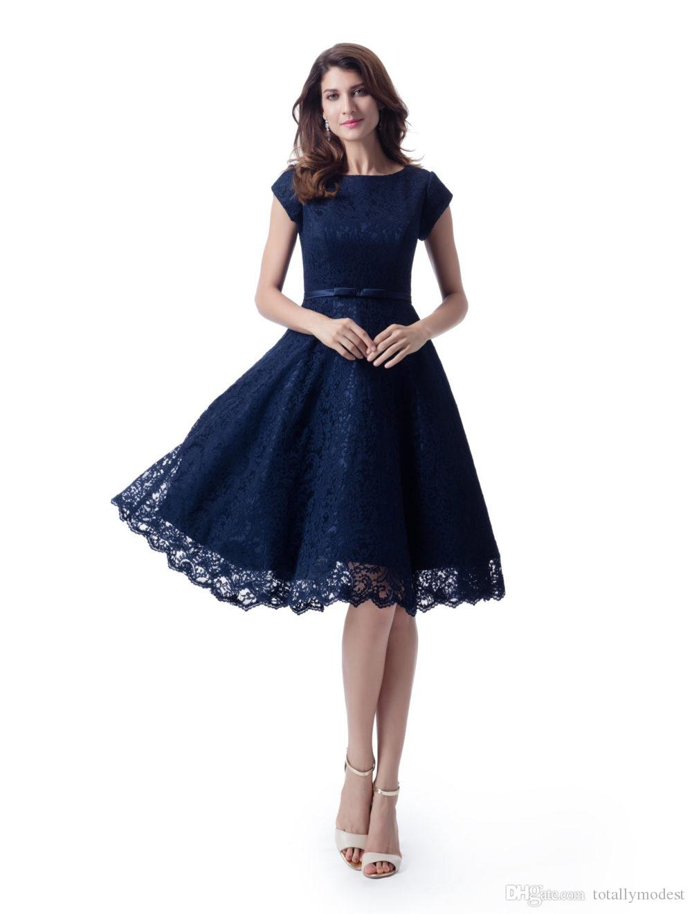 Vintage Dark Navy Blue Lace Short Modest Bridesmaid Dresses With Cap Sleeves A Line Knee Length Informal Country Wedding Bridesmaid Robes 20 Trendy