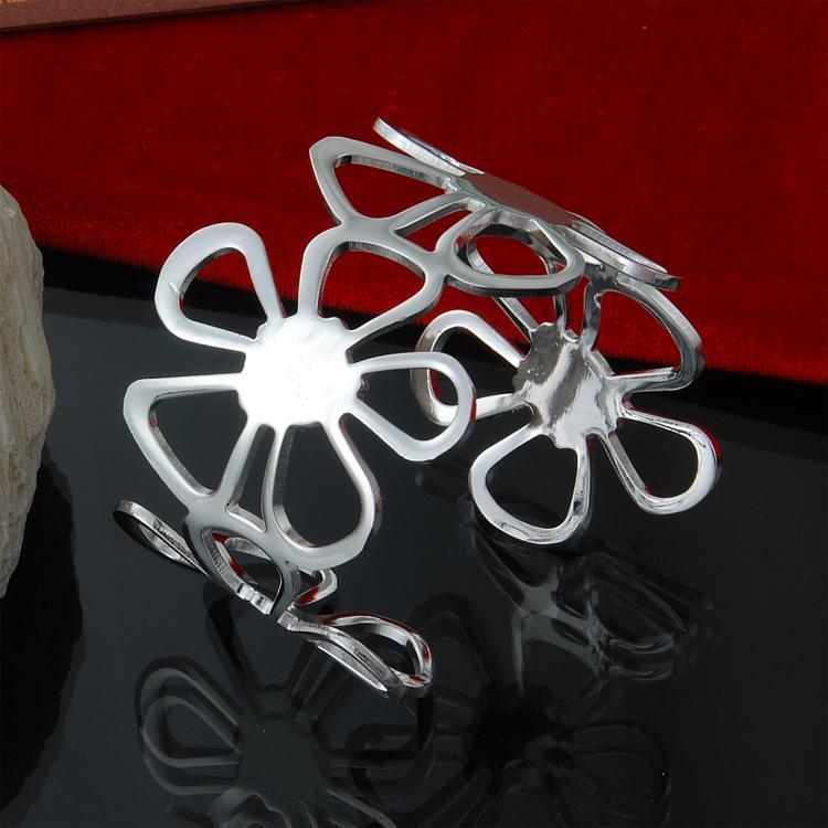 Fábrica directa al por mayor de plata de ley 925 pulsera de hierba afortunada pulsera de joyería de moda pulsera de plata